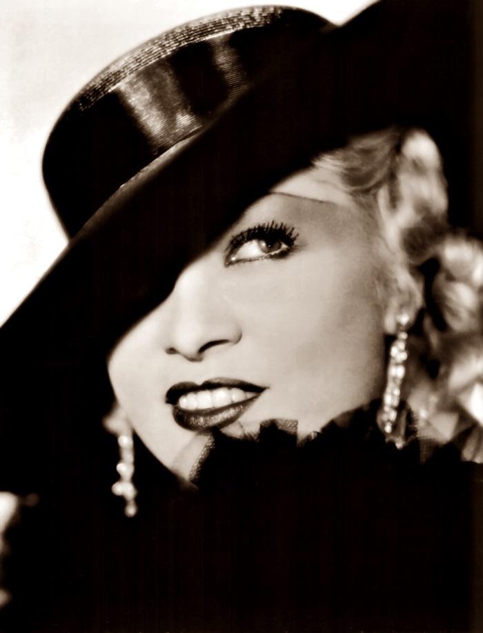 Divano Labbra Di Mae West.Liberaeva